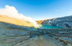 Cemoro Lawang; pequeño pueblo en la niebla de la mañana que situó al borde del noreste masivo del soporte Bromo, Java Oriental, I Fotografía de archivo