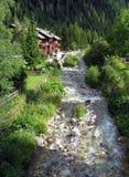 Cenário alpino do rio fotos de stock royalty free