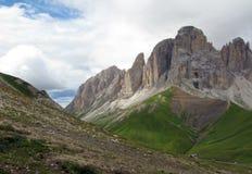Cenário alpino dos picos imagem de stock