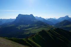 Cenário bonito da montanha na manhã Fotos de Stock Royalty Free