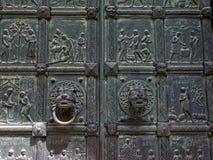 Cenário da Bíblia na arte finala de bronze da porta imagem de stock royalty free