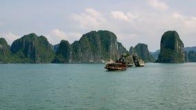 Cenário da baía de Halong Fotografia de Stock