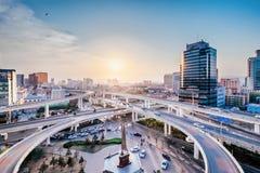 Cenário da cidade do por do sol da passagem superior de Gulou em Hohhot, Inner Mongolia, China fotografia de stock royalty free