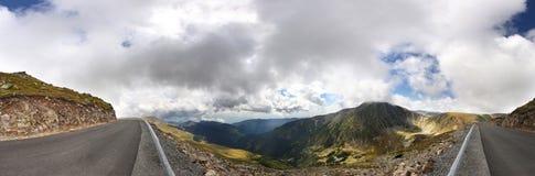 Cenário da estrada da montanha de Transalpina Foto de Stock