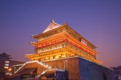 Cenário da luminosidade reduzida da torre do cilindro de Xian, China Imagens de Stock