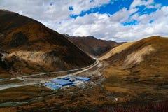 Cenário da montanha da estrada na movimentação do turismo do xizang Imagem de Stock