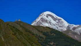 Cenário da montanha de Kazbegi, Geórgia fotos de stock