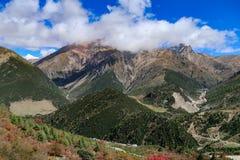 Cenário da montanha na estrada da movimentação do turismo do xizang Foto de Stock