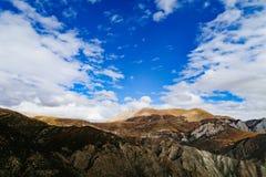 Cenário da montanha na estrada da movimentação do turismo do xizang Imagem de Stock Royalty Free