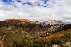 Cenário da montanha na estrada da movimentação do turismo do xizang Fotografia de Stock Royalty Free
