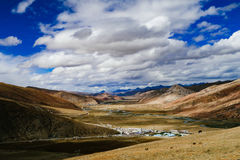 Cenário da montanha na estrada da movimentação do turismo do xizang Imagens de Stock Royalty Free