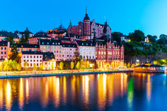 Cenário da noite da cidade velha em Éstocolmo, Suécia Fotos de Stock Royalty Free