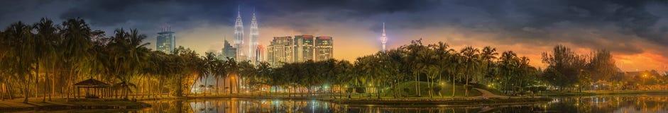 Cenário da noite de Kuala Lumpur, o palácio da cultura Fotos de Stock Royalty Free