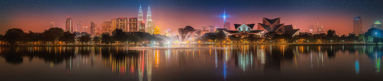 Cenário da noite de Kuala Lumpur, o palácio da cultura Imagem de Stock