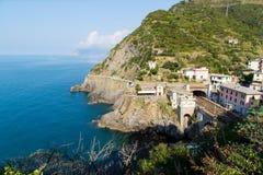 Cenário da vila de Riomaggiore fotografia de stock