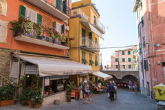Cenário da vila de Riomaggiore Imagens de Stock Royalty Free