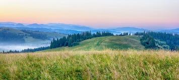 Cenário das montanhas no amanhecer Foto de Stock Royalty Free