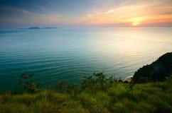 Cenário de Bukit Keluang em Terengganu, Malásia durante o nascer do sol fotografia de stock royalty free