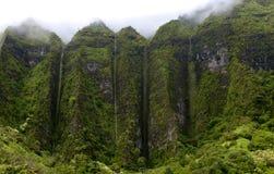 Cenário de Havaí: Cachoeiras da montanha da estação das chuvas fotos de stock royalty free