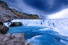 Cenário do islandês de Gullfoss Waterfal imagens de stock royalty free