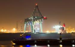 Cenário do porto na noite imagem de stock