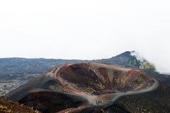 Cenário e crateras Silvestri do Mt Vulcão de Etna da montagem na ação fotos de stock royalty free