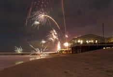 Cenário litoral dos fogos-de-artifício imagens de stock royalty free