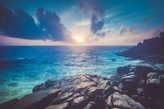 Cenário magnífico do oceano do por do sol Unawatuna imagens de stock