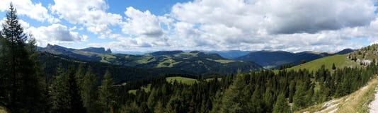 Cenário maravilhoso das montanhas e do cume da dolomite da vista panorâmica Imagem de Stock