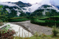 Cenário na montanha da estrada da movimentação do turismo do xizang Fotos de Stock Royalty Free