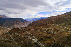 Cenário na volta 72 da montanha da estrada da movimentação do turismo do xizang Fotos de Stock
