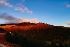 Cenário na volta 72 da montanha da estrada da movimentação do turismo do xizang Imagens de Stock Royalty Free