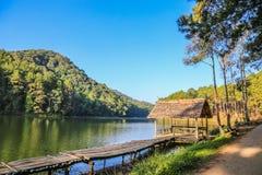 Cenário natural em Pang Ung, Mae Hong Son, Tailândia Imagem de Stock Royalty Free