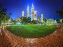 Cenário no parque, Malásia da noite de Kuala Lumpur Imagem de Stock Royalty Free