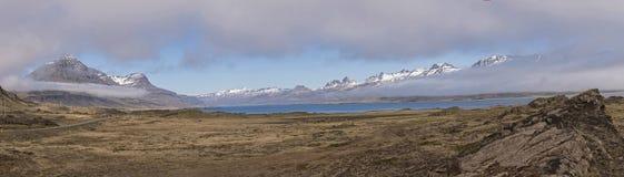 Cenário perto do monumento natural de Teigarhorn panorâmico Fotografia de Stock
