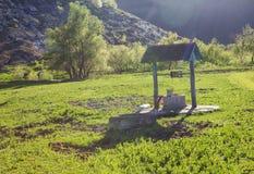 Cenário rural com poço de água Fotografia de Stock