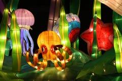 Cenário subaquático de incandescência das lanternas Fotografia de Stock Royalty Free