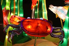 Cenário subaquático de incandescência das lanternas Fotos de Stock Royalty Free