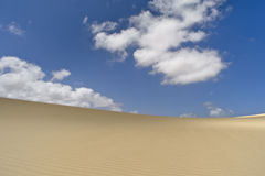 Cenário surpreendente das dunas na ilha de Fuerteventura Imagem de Stock