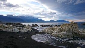 Cena áspera Kaikoura da praia Imagens de Stock Royalty Free