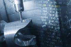 A cena abstrata da máquina de trituração do CNC de 5 linhas centrais imagem de stock