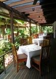 Cena al aire libre del restaurante del patio Imágenes de archivo libres de regalías