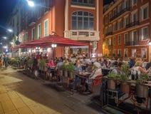 Cena al aire libre en Niza vieja, Francia Imágenes de archivo libres de regalías