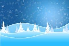 Cena azul do inverno de árvores cobertos de neve e de montes fotografia de stock royalty free