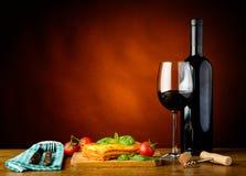 Cena bolognese di lasagne e vino rosso Fotografia Stock