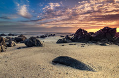 Cena bonita da praia rochosa imagem de stock