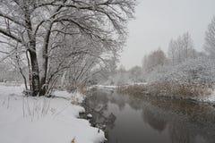 Cena bonita do inverno no rio de Yauza Fotos de Stock