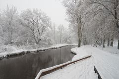 Cena bonita do inverno no rio de Yauza fotos de stock royalty free