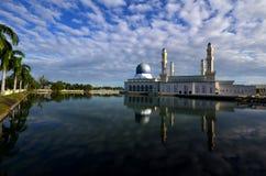 Cena bonita dos momentos na mesquita de Likas, Kota Kinabalu, Sabah, Malásia Imagem de Stock