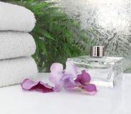 Cena branca dos termas de toalhas Imagens de Stock Royalty Free